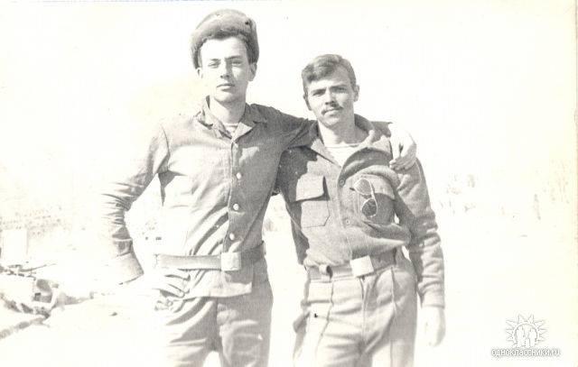 Андрей Шалаев (справа) во время службы в Афганистане