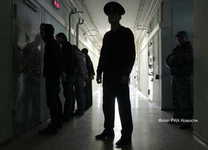 Женщины в трусах прикованные наручниками к кровати фото фото 487-697