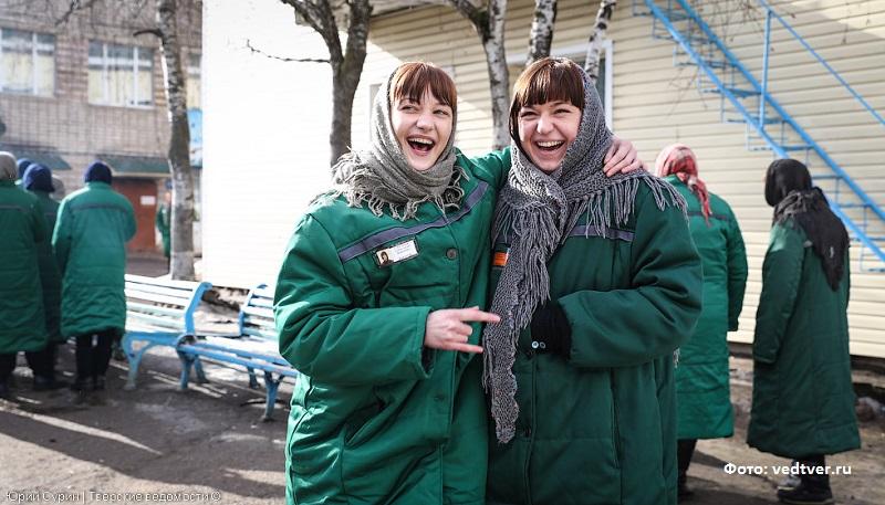 две девушки в тюрьме