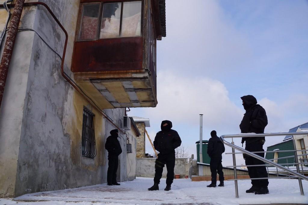 Медиазона: В Крыму задержали адвокатов Курбединова и Семидляева, ехавших к активисту, в доме которого проходит обыск