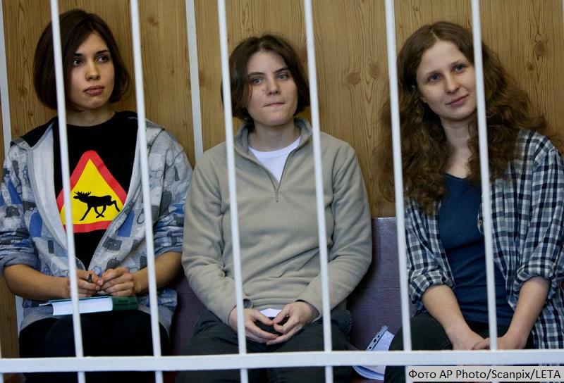 Спектр: Спасать собак и вышивать крестиком. Ольга Романова об аресте Пономарева и выживании в России